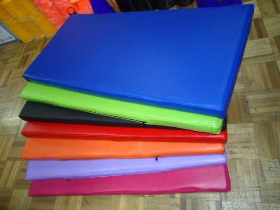 Colchonetas impermeables de diferentes colores megasport