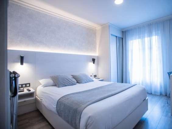Arriendo habitaciones centrales confortables con baños privados e internet , solo person