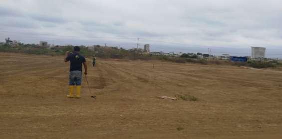 El solar tiene 25 x 10 = 250 mt2. mz 461a sl 16 esta con vista a la playa a la carretera del spondylus y a la playa