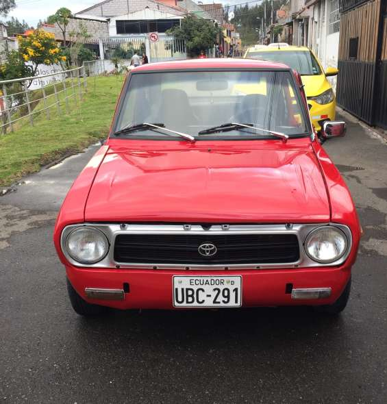 Vendo vehículo toyota 1000cc año 75 excelente estado información 0958645122